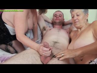 Две старушки с парнем