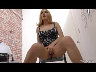 Согласилась на секс в туалете